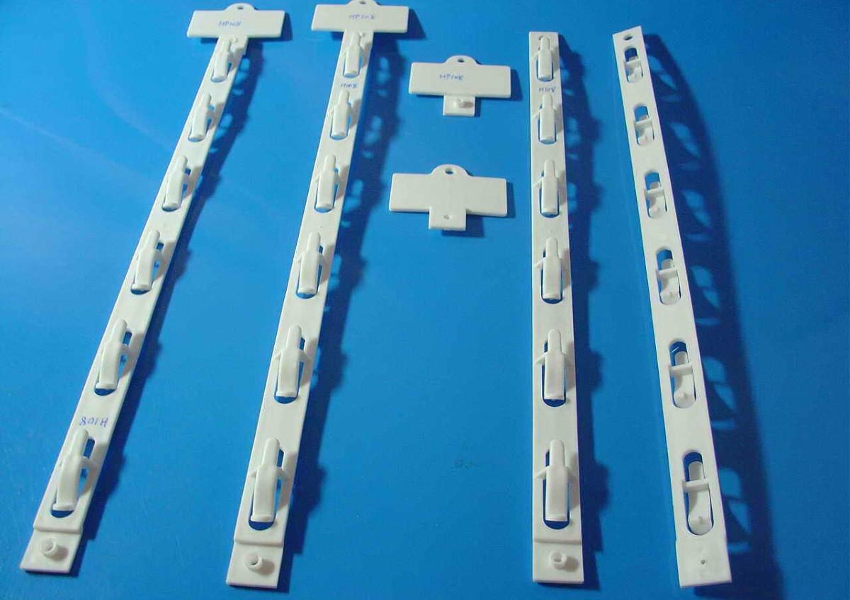 Clip strip display
